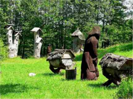 In some countries, beekeepers of bygone years even used hollowed-out tree trunks in which to keep bees.  Image: Wikipedia